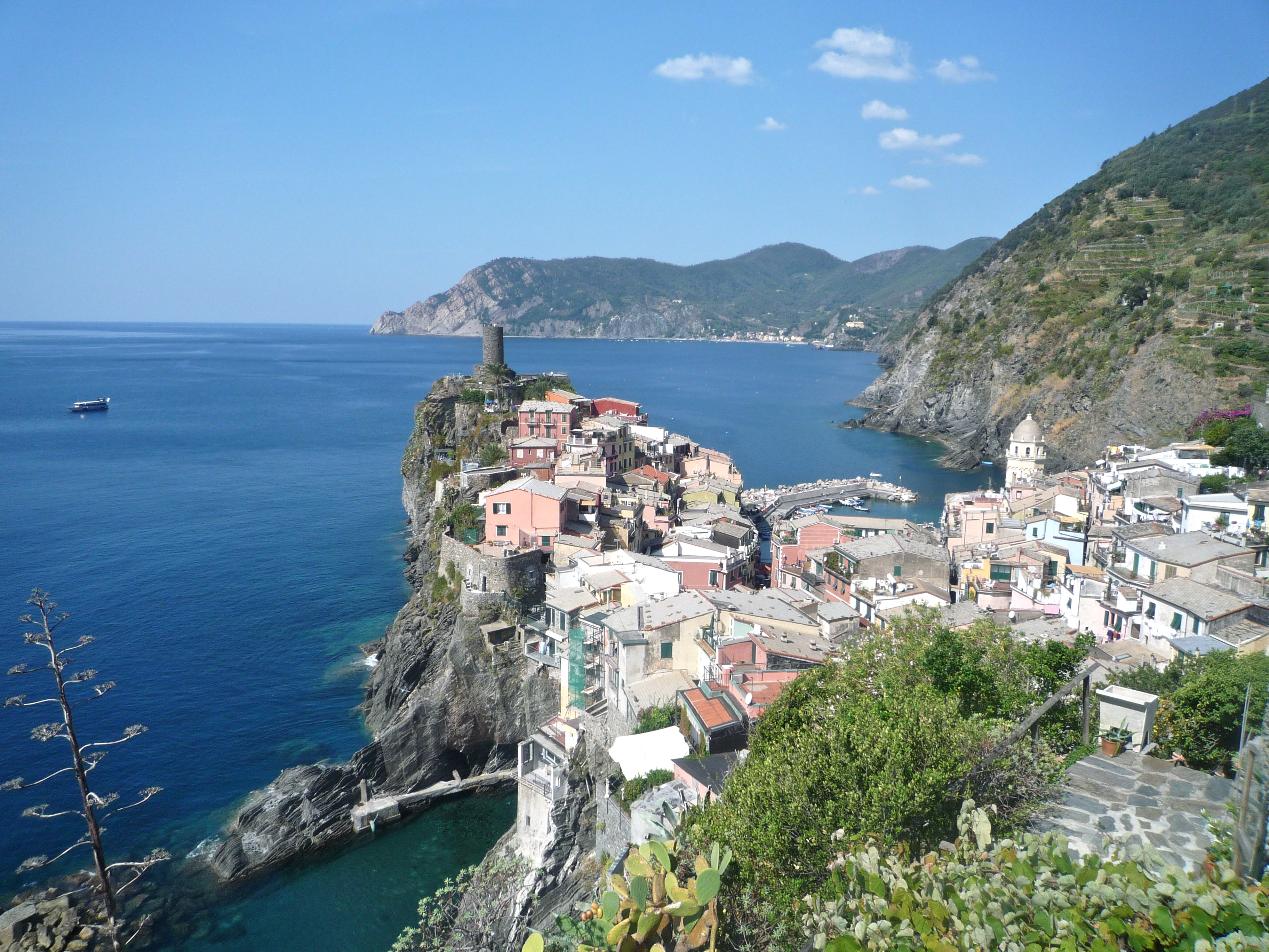 Perhaps One Of The Most Beautiful Places On Earth Cinque De Terre In Italy