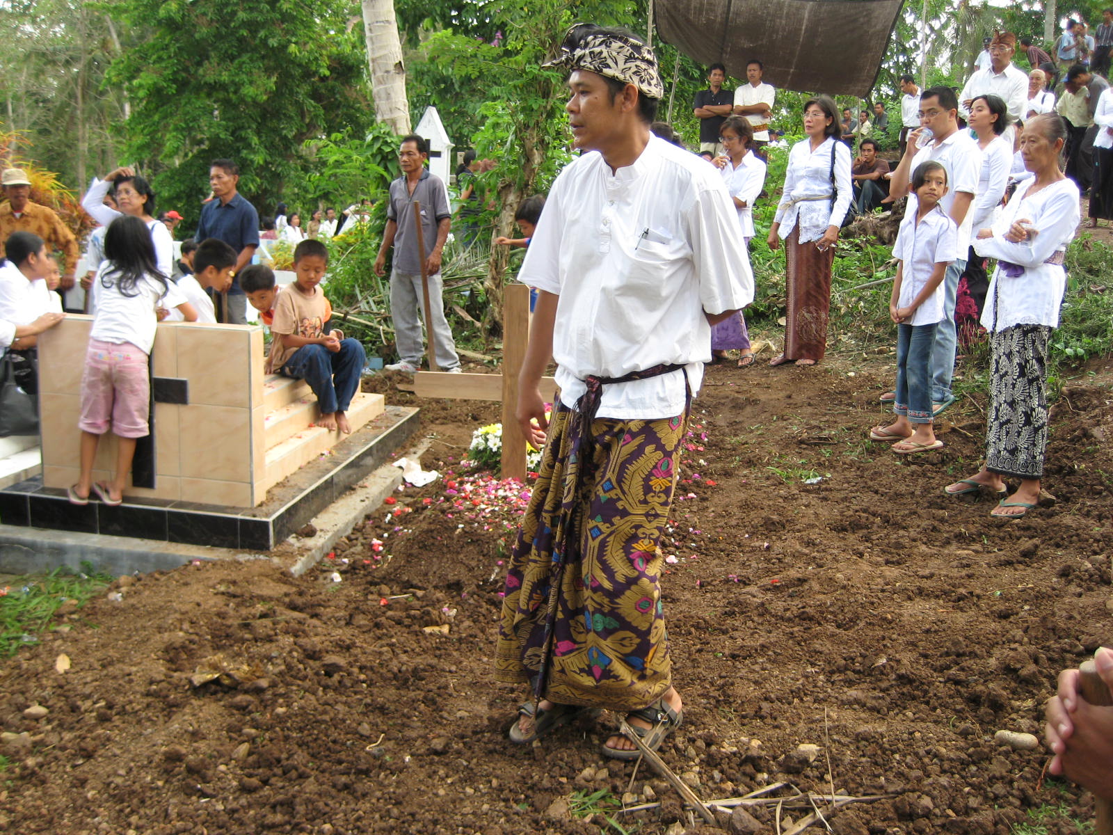 Pak Gede at his father's burial